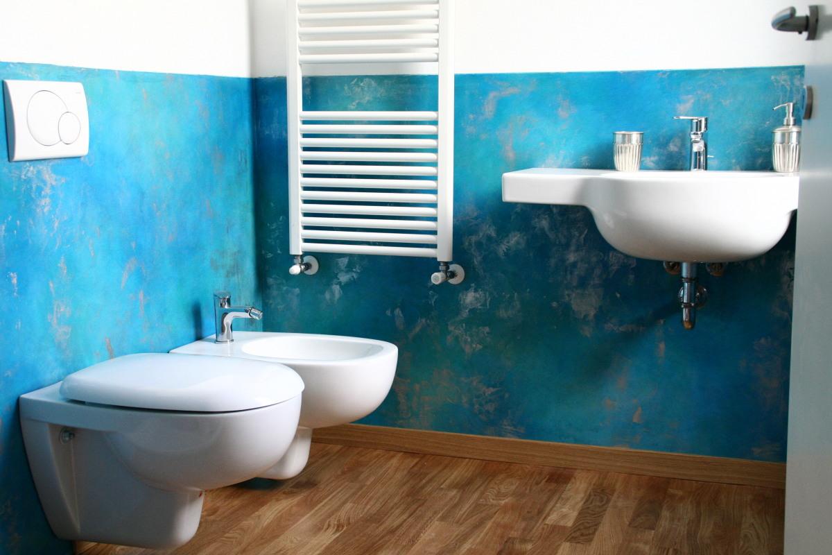 Boiserie resina blu miko design - Resina su piastrelle bagno ...