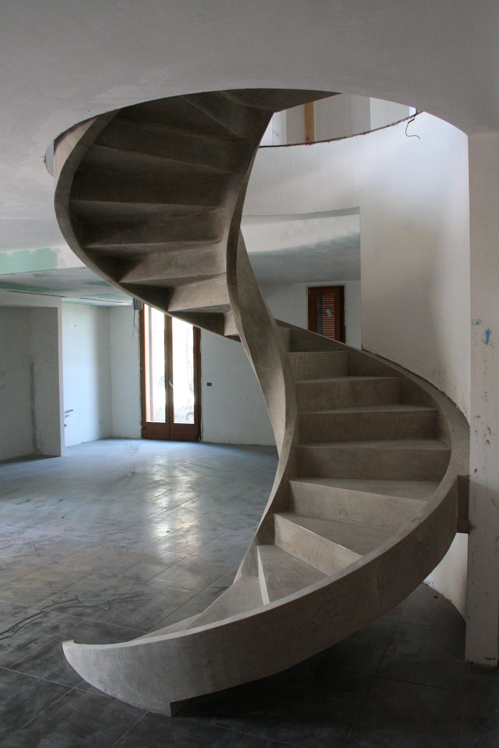 Scala a chiocciola in cemento e resina - Miko Design